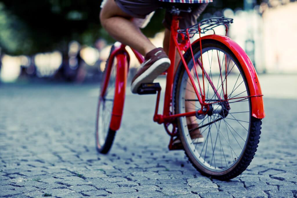 ¿Su majestad: la bicicleta? O Sal de ahí chivita, chivita.