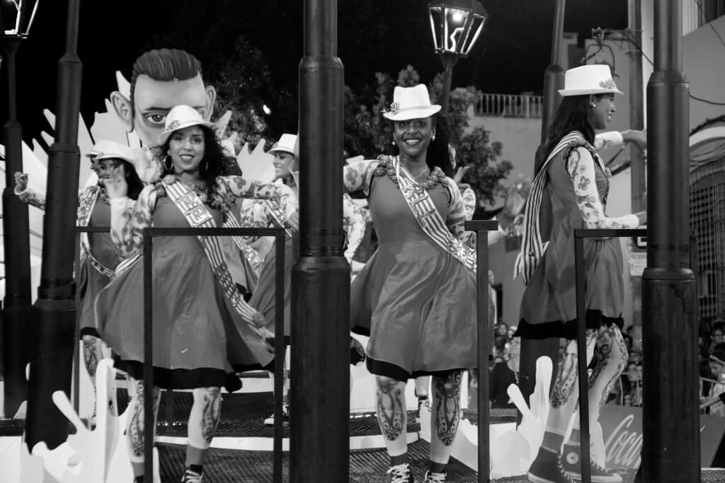 ¿Ya pasaron las reinas?  por Gastón Villamayor